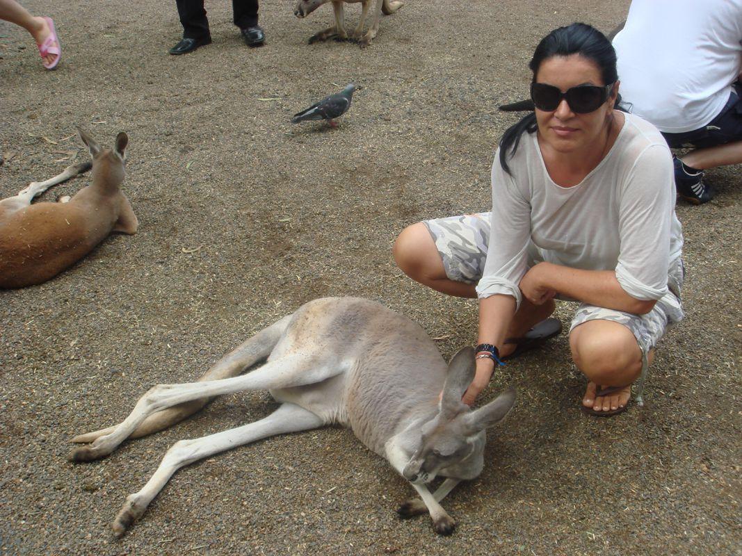 Margit mit einem Känguru