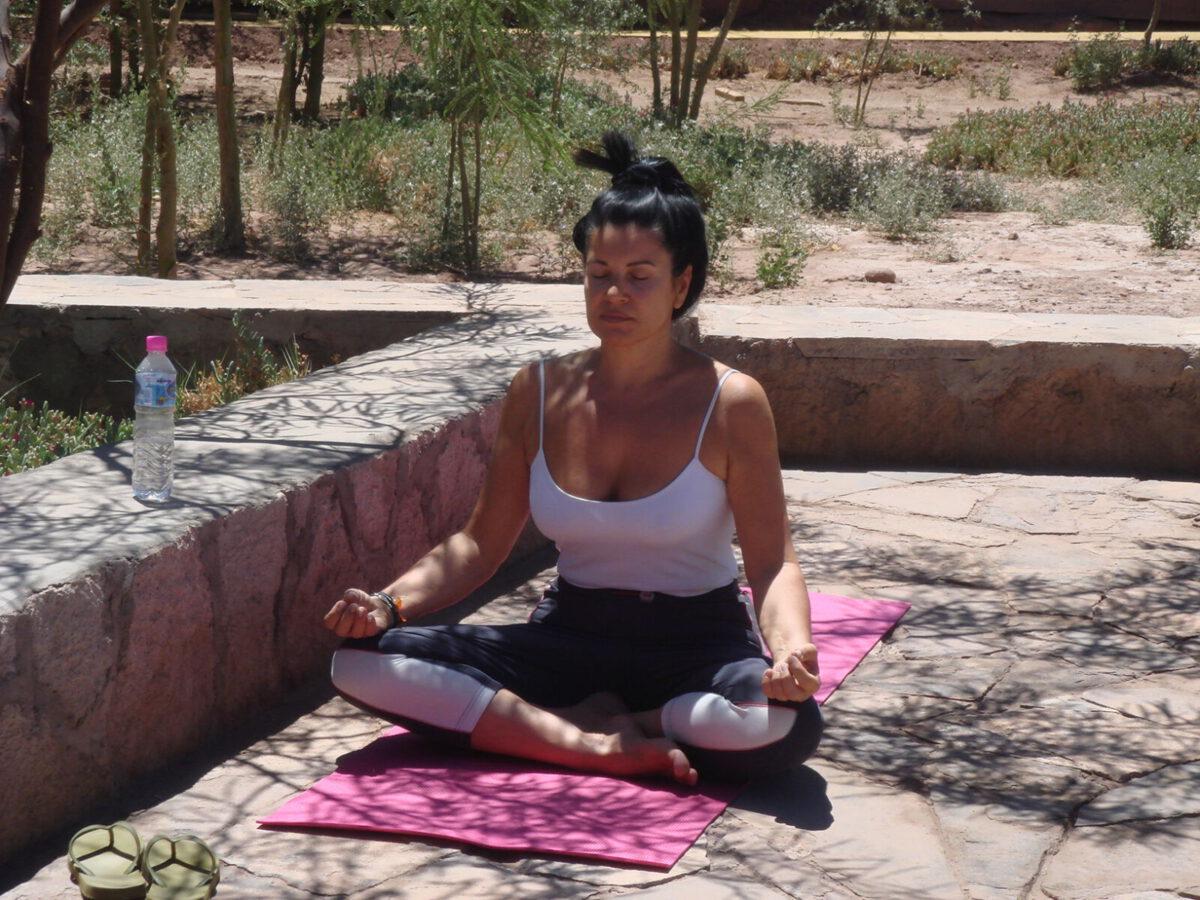 Margit Rüdiger beim Meditieren