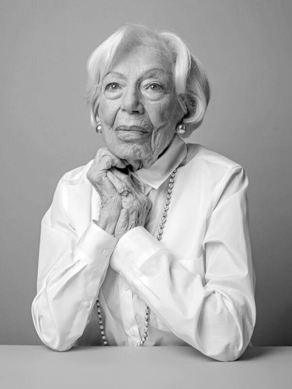 Seniorin für das 100-jährige Jubiläum von Seidensticker