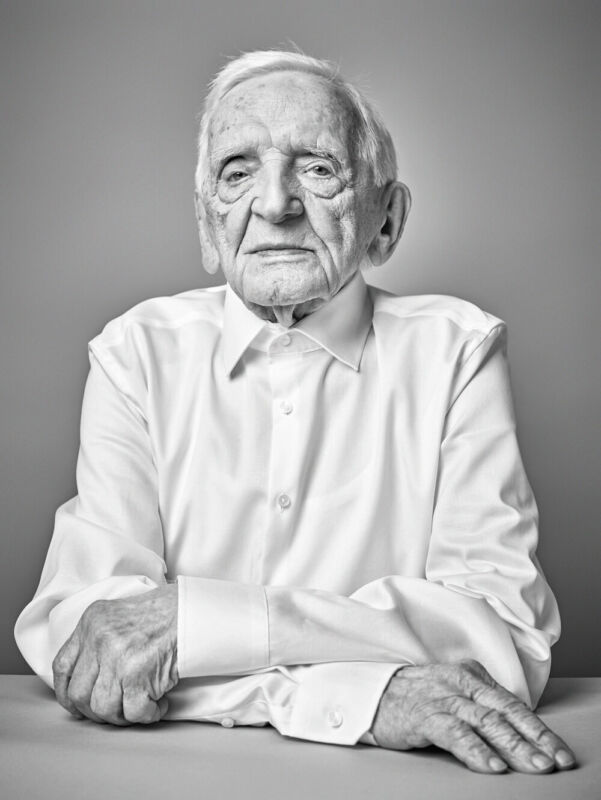 Senior für das 100-jährige Jubiläum von Seidensticker