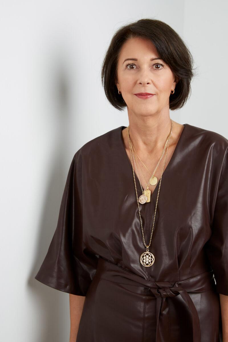 Gerry Weber CEO Angelika Schindler Obenhaus trägt ein Lederkleid von Gerry Weber
