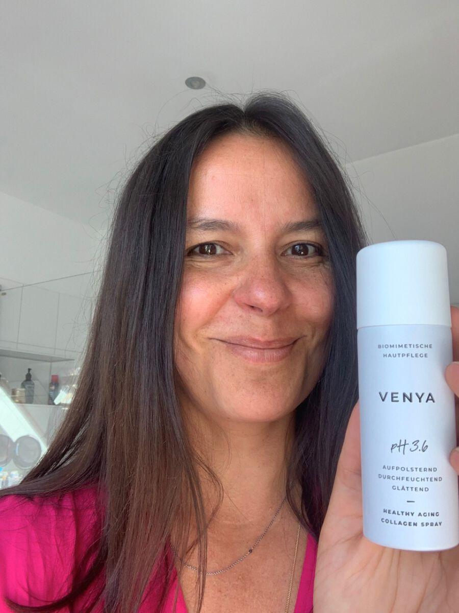 Martina Zepplin testet die Pflegeprodukte von Venya