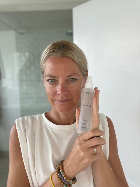 Nina Ritter testet die Pflegeprodukte von Venya