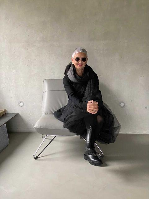 Mechthild Schäfer testet die Pflegeprodukte von Venya